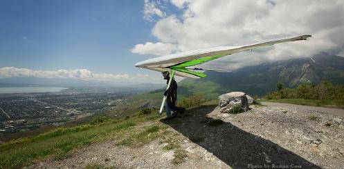 Hang-glider-at-Squaw-Peak-Utah