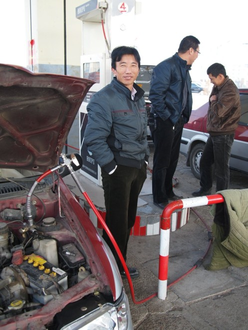 Chinese-cab-driver-refueling